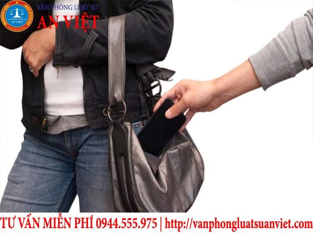 trộm cắp tài sản của công có bị xử phạt hình sự không