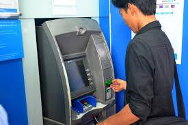 Không trả lại tiền chuyển khoản nhầm có vi phạm pháp luật không